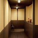 玄関エントランスに、モダン和風な小型LEDシーリング