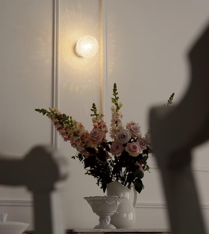 きらきらを散りばめた、幻想的なブラケットライト (寝室)