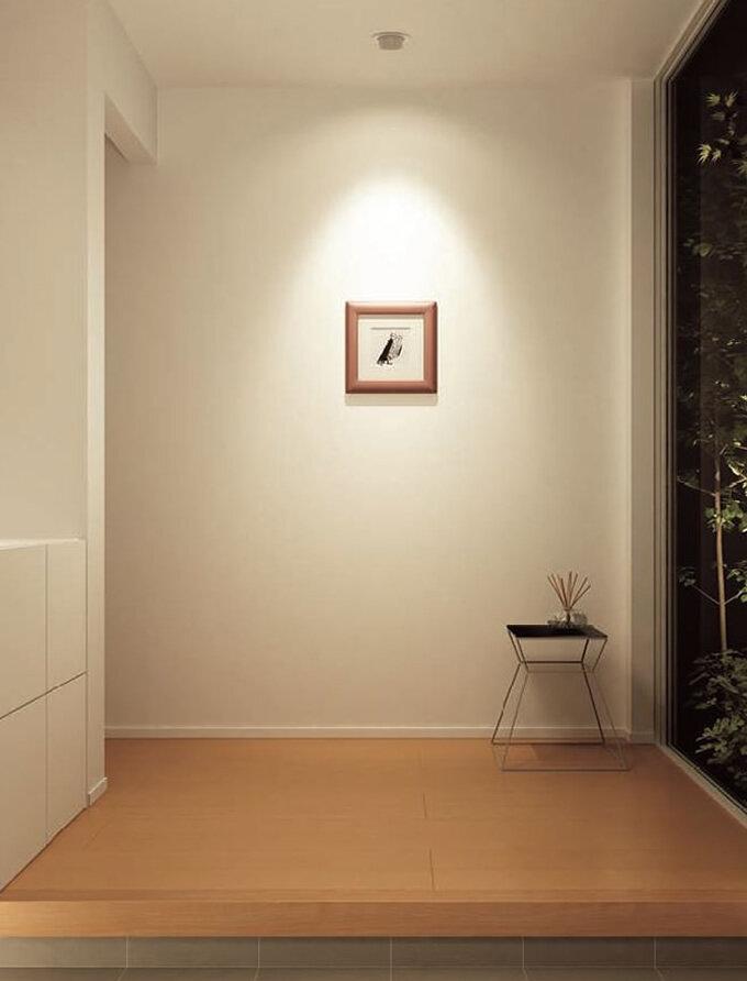 傾斜天井対応のユニバーサルダウンライト (間接照明)