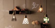 アートワークスタジオのステンドグラスの個性的な照明