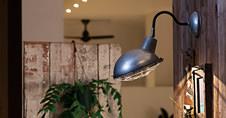 アートワークスタジオの壁面に使用できる壁面用照明