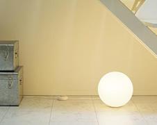 空間のアクセントに最適な照明 フロアライト・フロアスタンド